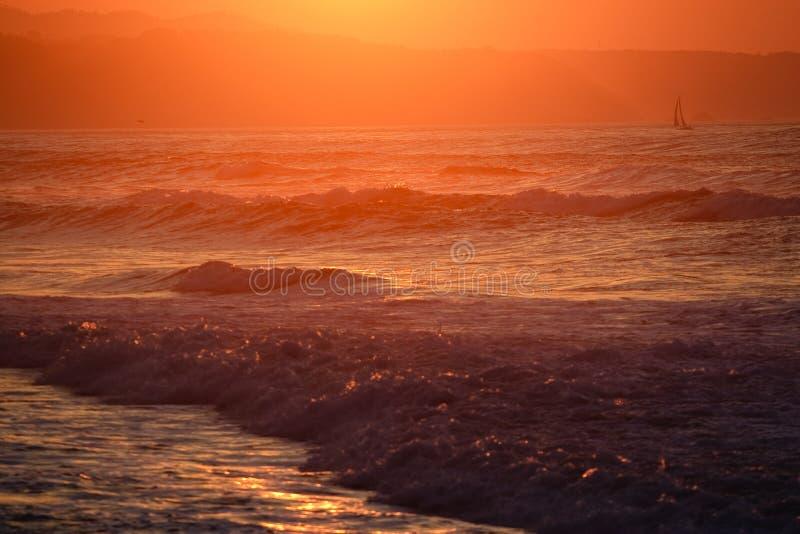 Navigation du coucher du soleil image stock
