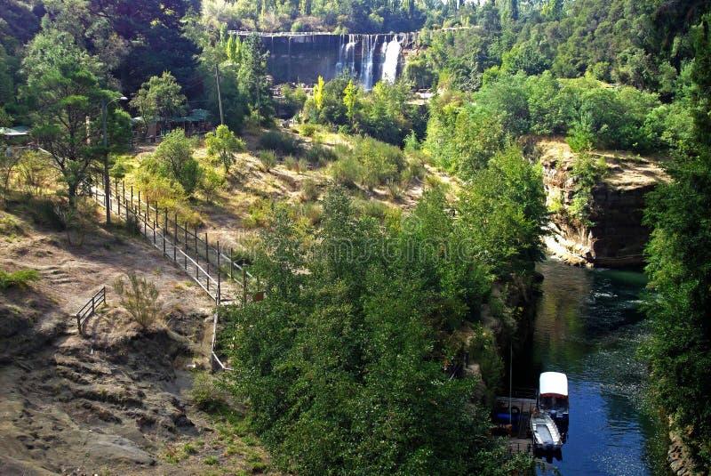 Navigation générique le long de rivière chilienne photo stock