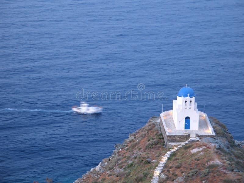 Navigation par la petite église photos stock