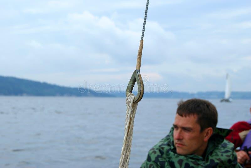 Navigation sur le skiff photos libres de droits