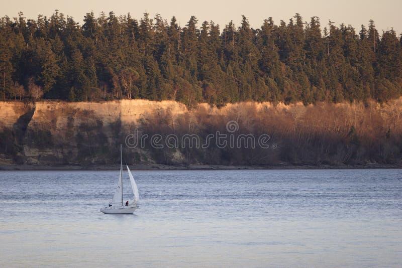 Navigation Sur Le Son De Puget Au Coucher Du Soleil Photographie stock