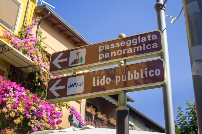 Navigations-Wegweiser in Italien lizenzfreies stockbild