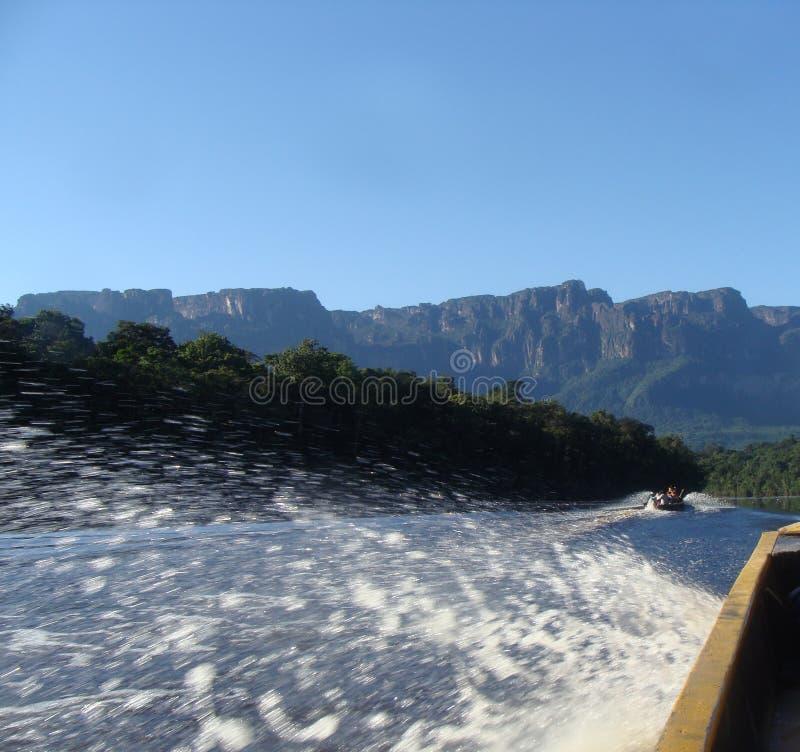 Navigazione del fiume nel Amazon venezuelano fotografia stock libera da diritti
