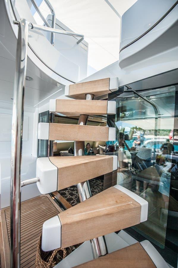 Navigazione eccellente dell'yacht di Quantum a Hamilton Island immagini stock