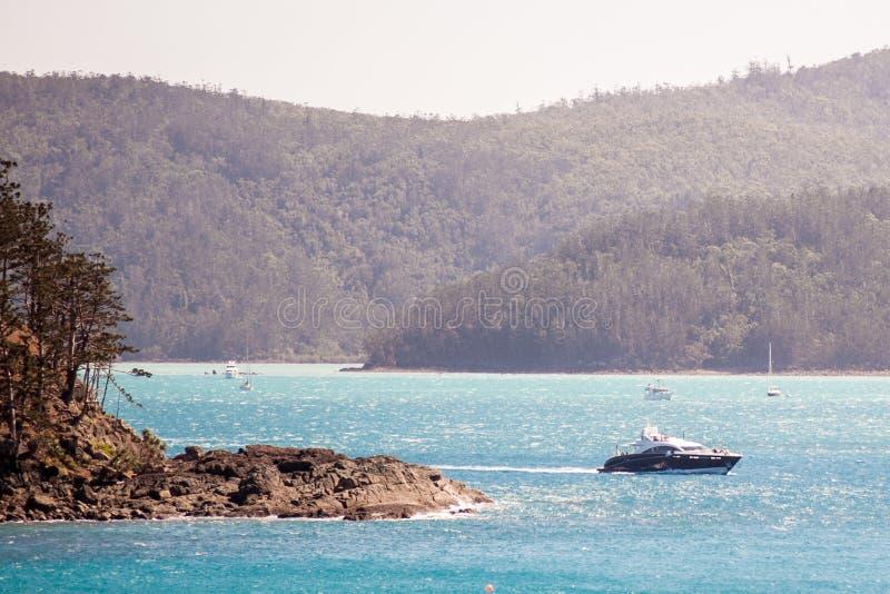Navigazione eccellente dell'yacht di Quantum a Hamilton Island immagini stock libere da diritti