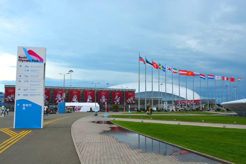 Navigering undertecknar den olympiska Sochien parkerar in royaltyfri foto
