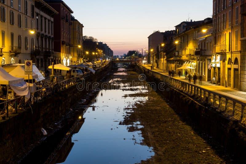 Navigli区运河在晚上 免版税库存照片