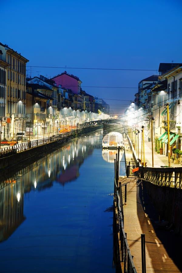 Naviglio den stora kanalen i Milan, Italien royaltyfri fotografi