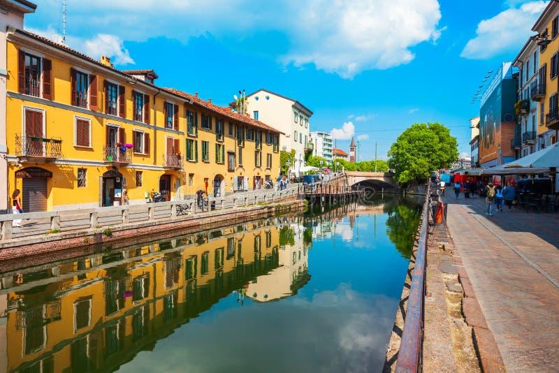 Naviglio stor kanal i Milan royaltyfri fotografi