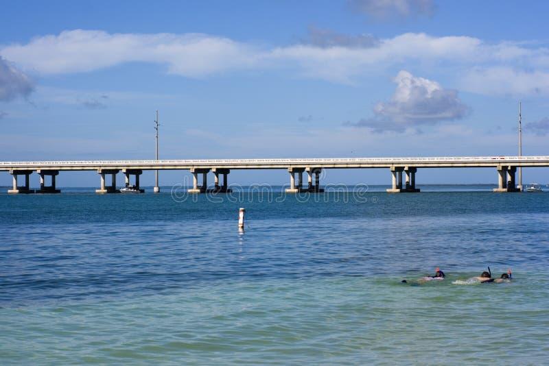 Naviguer au schnorchel en Floride images stock