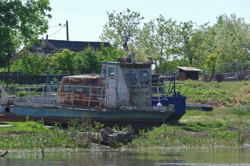 Navio abandonado no delta de Danúbio foto de stock