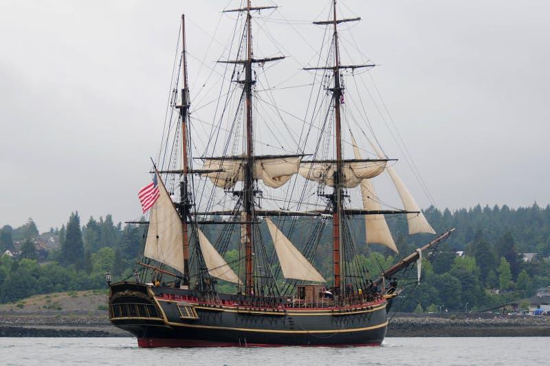 Navio alto corrente com vela mínima fotos de stock