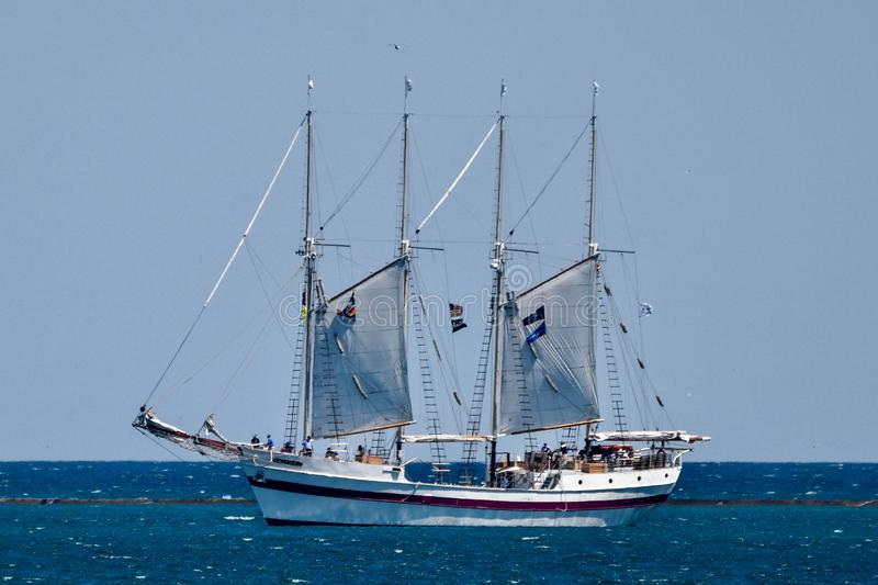 Navio alto Windy On Lake Michigan foto de stock