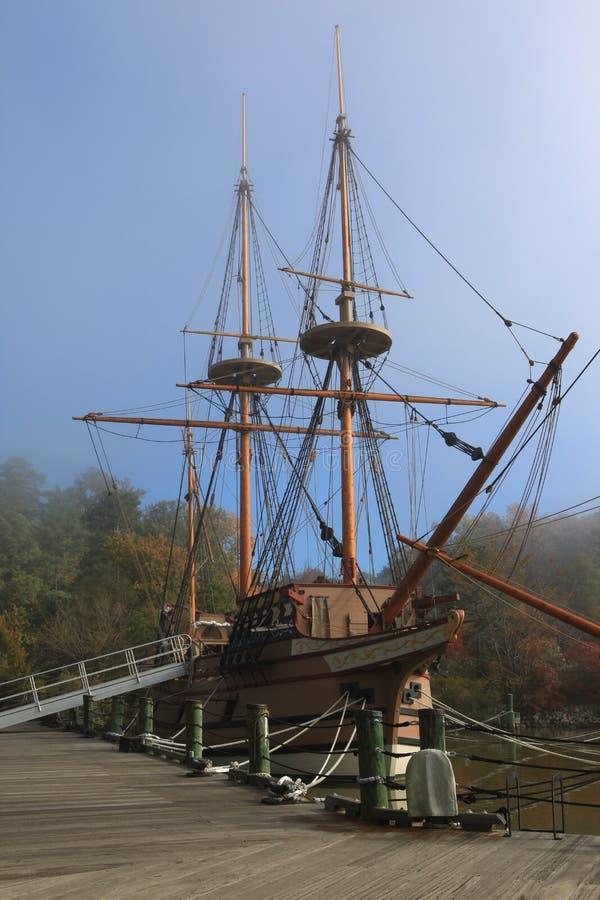 Navio antigo do estilo em Jamestown imagens de stock royalty free