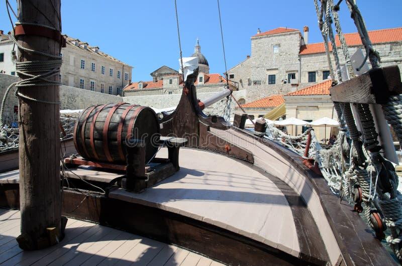 Navio antiquado no porto de Dubrovnik fotos de stock royalty free