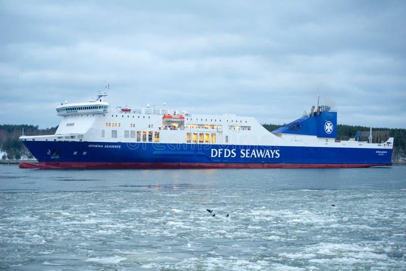 Navio ATHENA dos MARES de DFDS no porto de Klaipeda fotos de stock royalty free