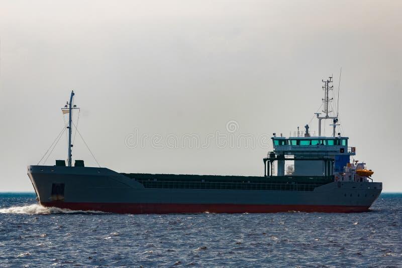 Navio de carga cinzento imagens de stock