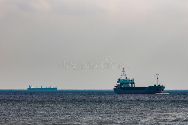 Navio de carga cinzento fotos de stock
