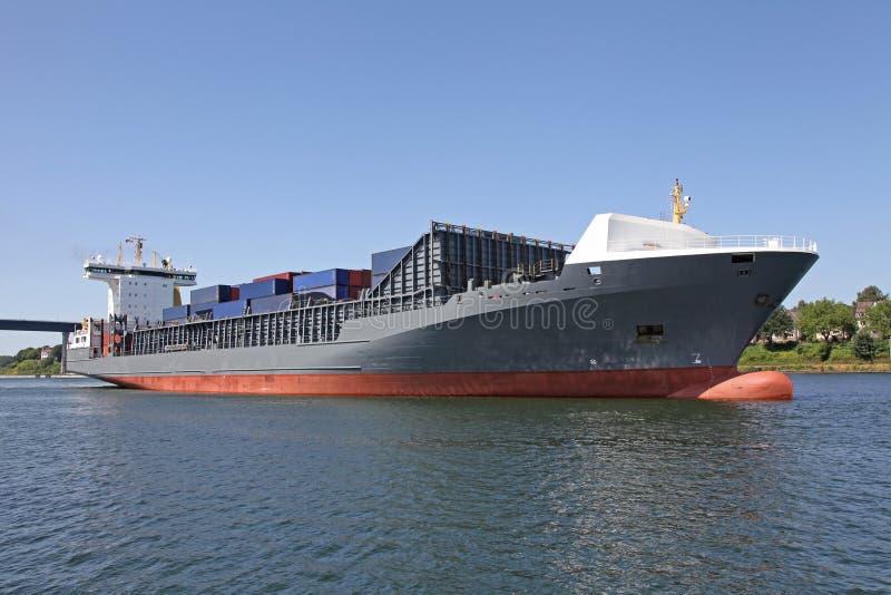 Navio de carga em Kiel Canal foto de stock royalty free