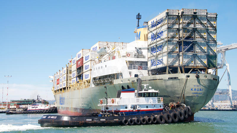 Navio de carga KAUAI de Matson que entra no porto de Oakland fotografia de stock royalty free