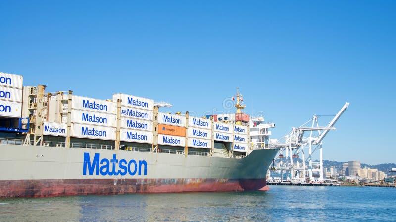 Navio de carga KAUAI de Matson que entra no porto de Oakland fotos de stock royalty free