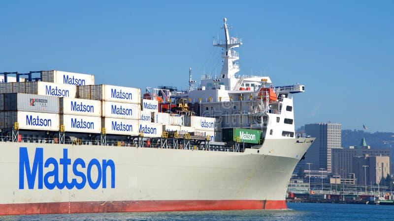 Navio de carga MANOA de Matson que entra no porto de Oakland imagem de stock