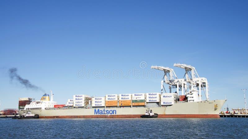 Navio de carga MAUI de Matson que entra no porto de Oakland foto de stock