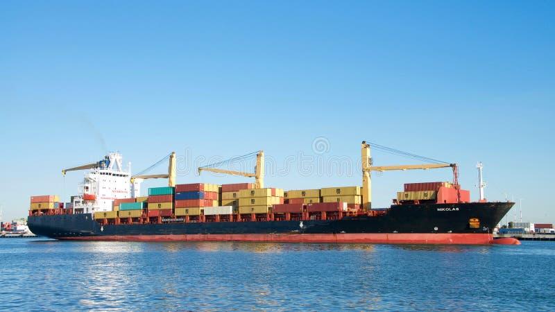Navio de carga NIKOLAS que entra no porto de Oakland fotografia de stock royalty free