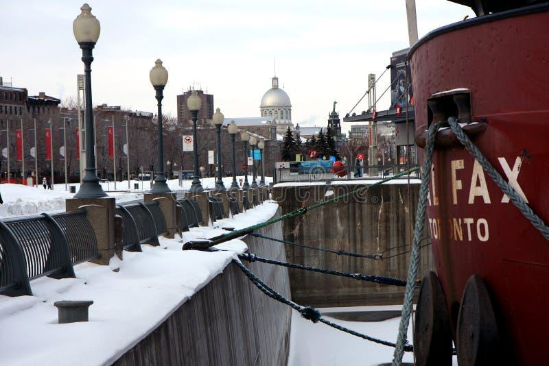 Navio de carga no porto de Montreal foto de stock