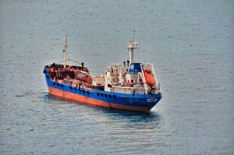 Navio de carga pequeno da balsa foto de stock