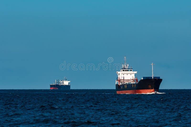 Navio de carga preto imagens de stock royalty free