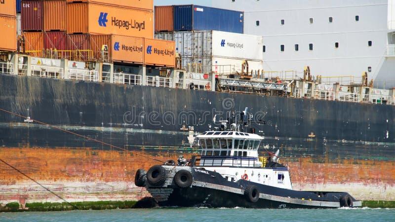Navio de carga SEASPAN NINGBO que entra no porto de Oakland foto de stock