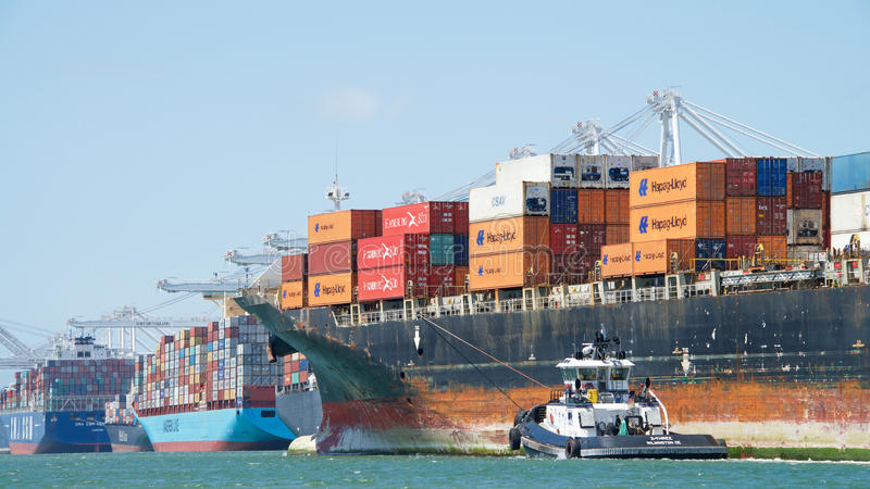 Navio de carga SEASPAN NINGBO que entra no porto de Oakland foto de stock royalty free