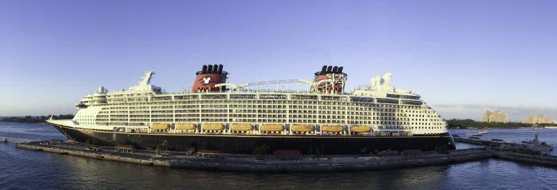 Navio de cruzeiros de Disney fotografia de stock royalty free