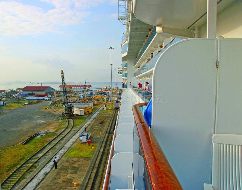 Navio de cruzeiros do canal do Panamá foto de stock royalty free