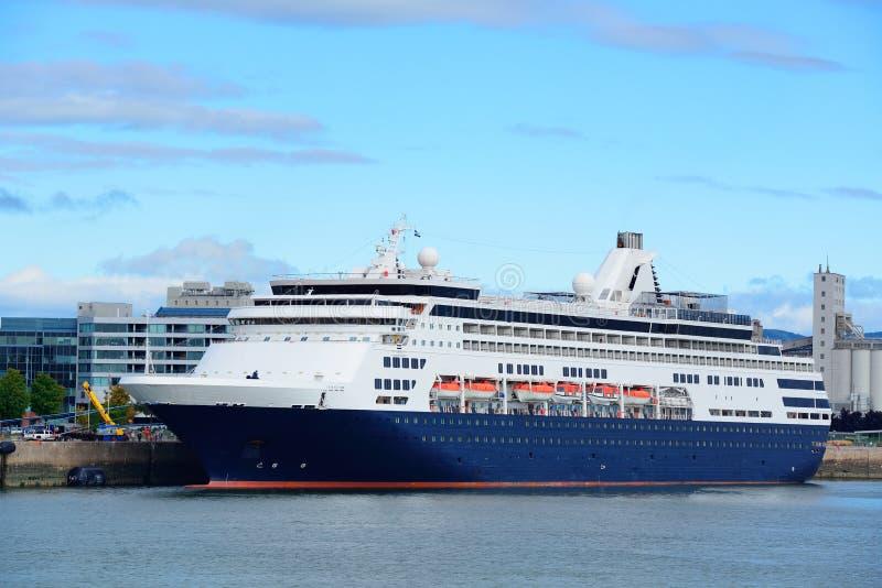 Navio de cruzeiros em Cidade de Quebec fotografia de stock