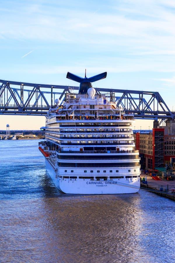 Navio de cruzeiros em Nova Orleães imagem de stock