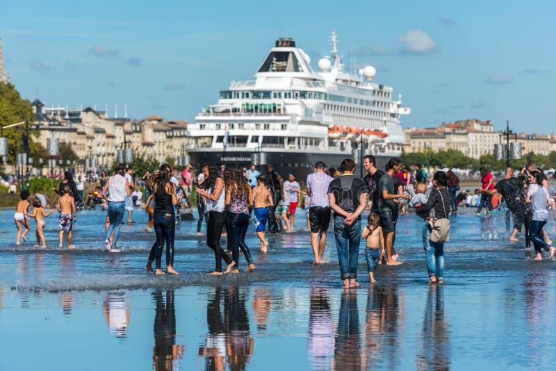 Navio de cruzeiros holandês famoso Prinsendam no Bordéus, França imagens de stock