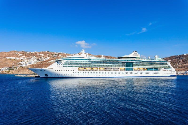 Navio de cruzeiros, ilha de Mykonos foto de stock