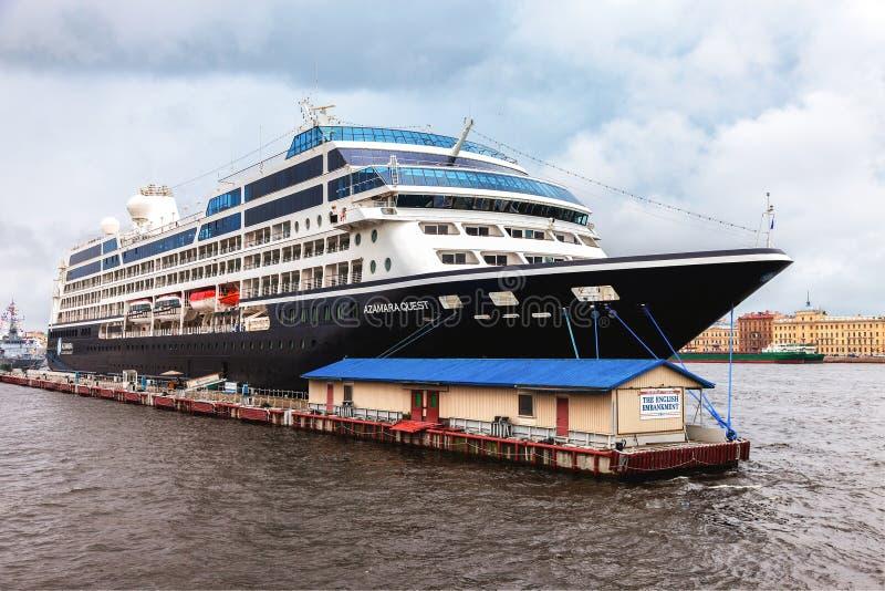 Navio de cruzeiros luxuoso moderno de cinco estrelas imagem de stock