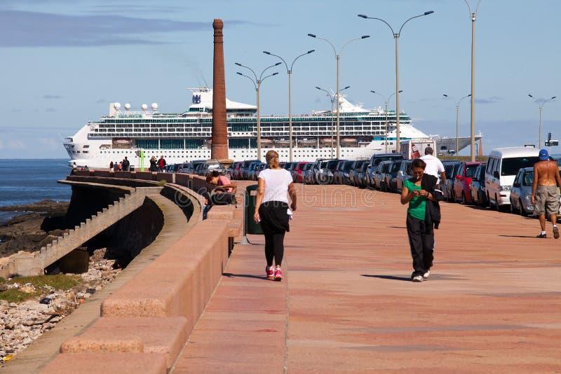 Navio de cruzeiros, Montevideo fotos de stock royalty free