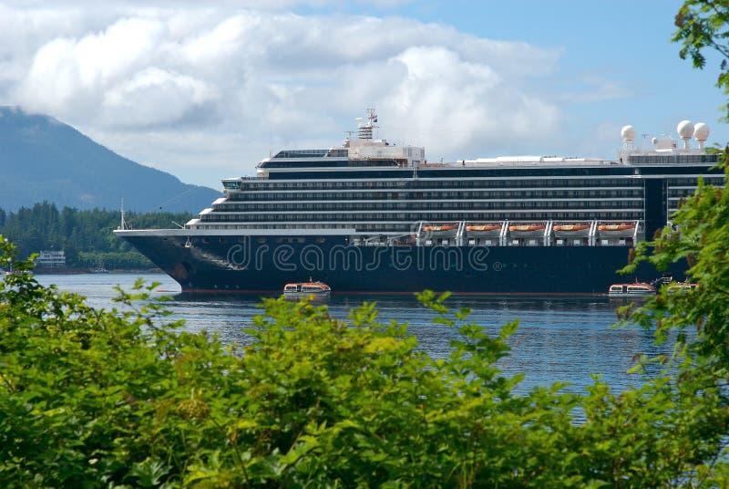 Navio de cruzeiros na porta em Alaska imagens de stock