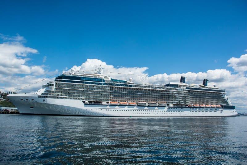 Navio de cruzeiros no porto, Seattle, WA fotografia de stock