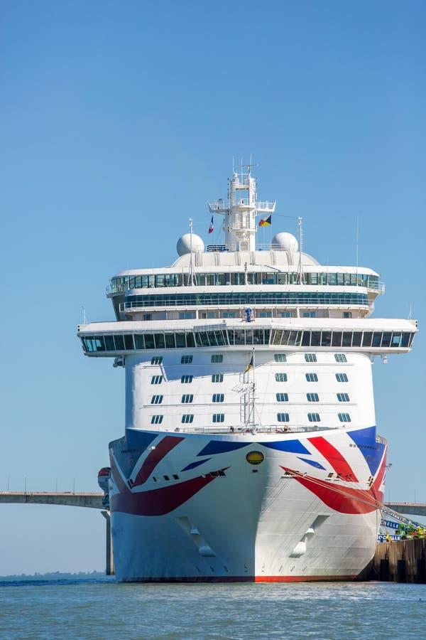 Navio de cruzeiros, o Britannia por P & cruzeiros de O foto de stock