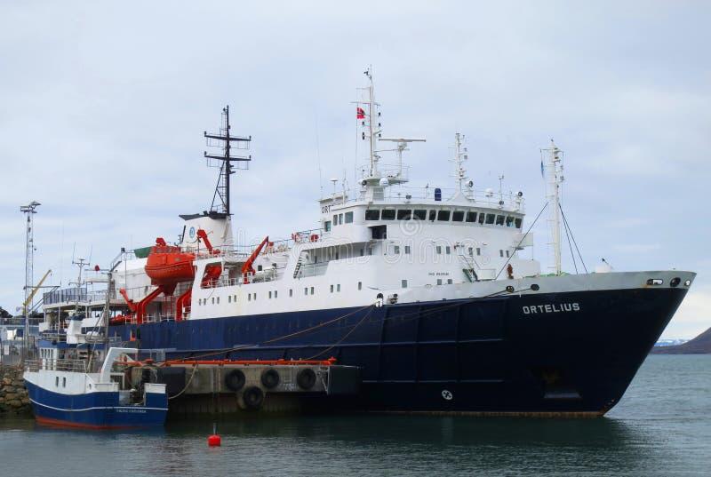 Navio de cruzeiros Ortelius da expedição, Longyearbyen; Svalbard fotos de stock