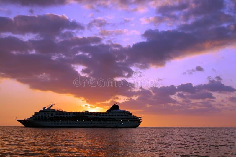 Navio de cruzeiros tropical fotografia de stock royalty free