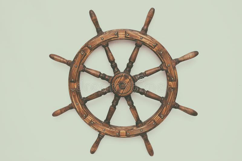 Navio de direção da roda de mão no fundo branco fotos de stock