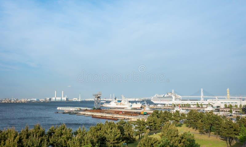 Navio de guerra da baía de Yokohama e navio de passageiro imagens de stock royalty free