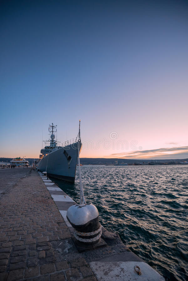 Navio de guerra da batalha da marinha fotografia de stock