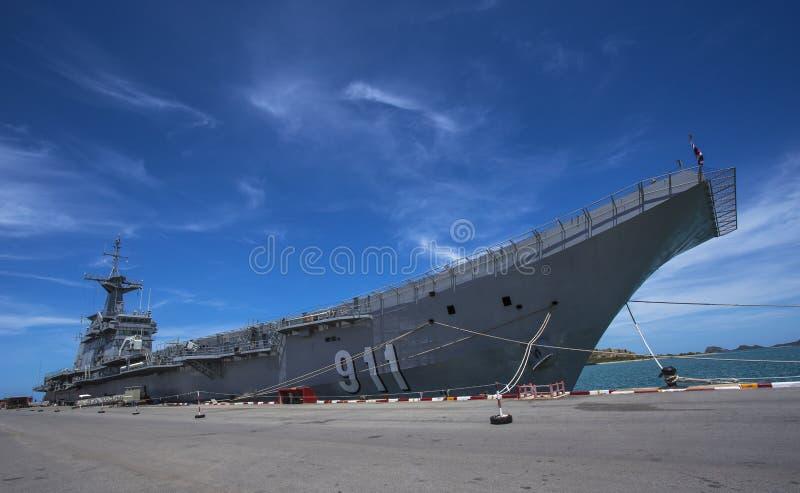 Navio de guerra entrada no porto imagem de stock royalty free
